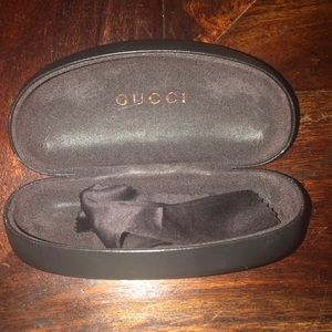 Gucci sunglasses case and cloth
